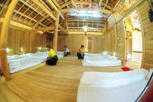 Nhà sàn tại rừng thông bản Áng